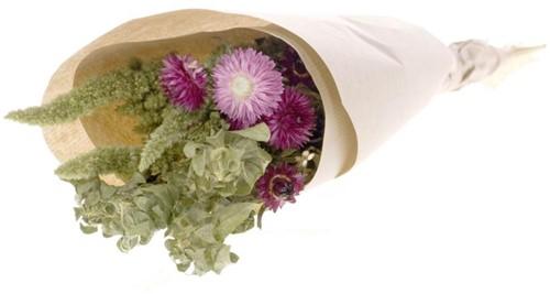 Droogbloemenboeket  bidens  in craft paper natural pink  Droogbloemenpakket in kraft
