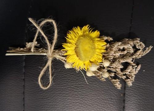 Corsage Droogbloemen Helichrysum 02geel Corsage Dried