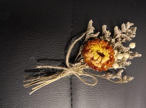 Corsage Droogbloemen Helichrysum 02 Corsage Dried